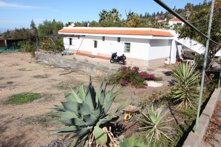 Namas su žemės sklypu